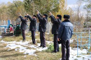 В пятнадцатую годовщину гибели нашего земляка кавалера Ордена Мужества майора милиции Константина Ершова в Поспелихе прошел митинг
