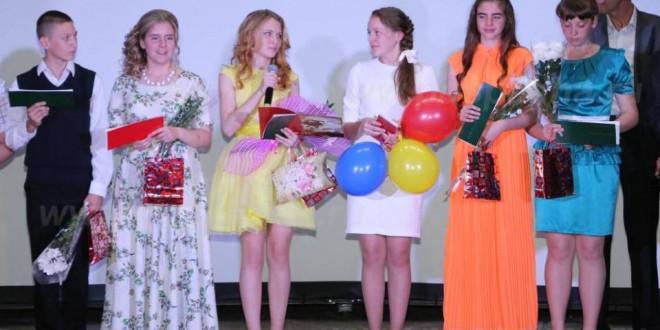 Фоторепортаж. Отчетный концерт Поспелихинской детской школы искусств