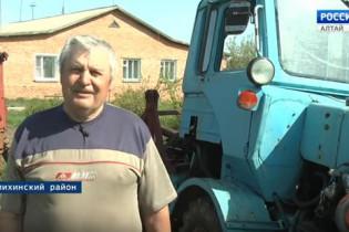 Житель Поспелихинского района изобрёл машину, которая помогает сажать картофель