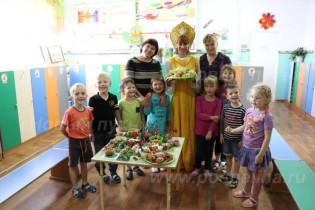 На днях в детском саду «Родничок» состоялся праздник «Здравствуй, милая картошка!»