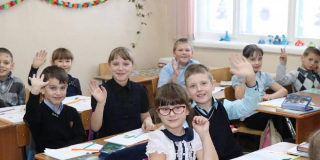 Фоторепортаж. Ученики поспелихинской школы №1 украсили свои кабинеты