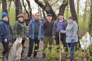 12 мая в кирзаводском парке Поспелихи состоялся добровольный субботник