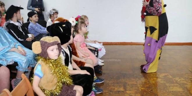 Фотоальбом «Поздравление ребятишек из Центра помощи детям, оставшимся без попечения родителей, с Новым годом»