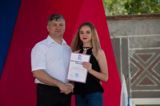 12 июня на площади Трудовой славы в Поспелихе прошло праздничнее мероприятие, посвященное Дню России