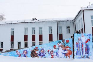 С приближением новогодних праздников в Поспелихе началось обустройство снежного городка
