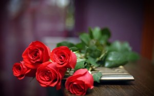 Nature___Flowers_Bouquet_of_red_roses_037254_-600x375